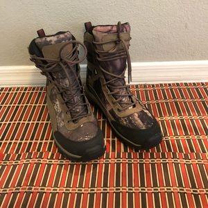 Cabela's men hiking boots Size 8